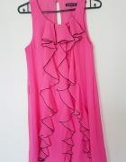 atmosphere różowa sukienka falbanki mgiełka szyfon