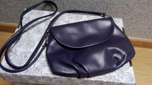 Fioletowa ciemna skórkowa torebka przez ramię
