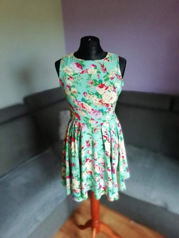 Rozkloszowana sukienka AX PARIS