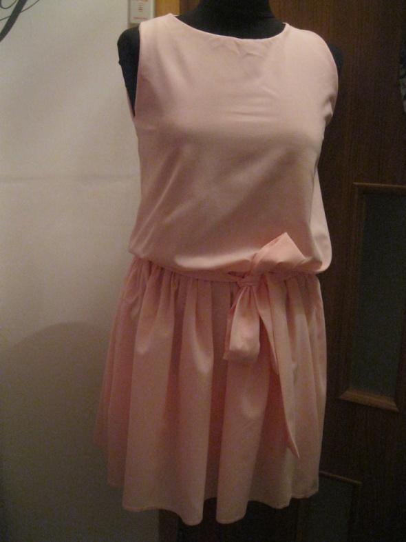 nowa sukienka PAKUTEN S blady róż