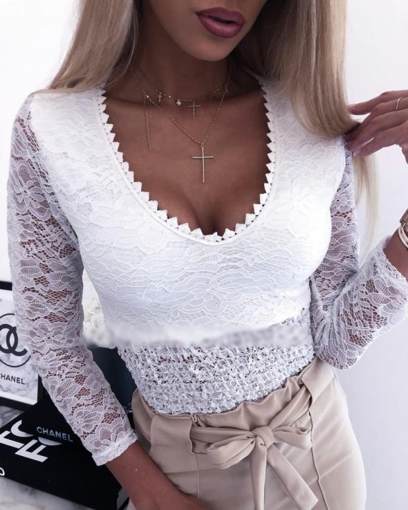 Bluzeczka biała koronka z push up mega sexy
