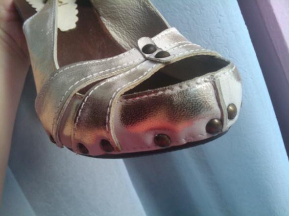 Cudo Skóra Złote Nity Sandały 39 Nowe