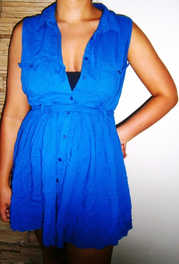 niebieska sukienka tunika