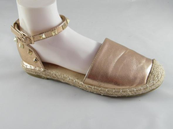 Max Shoes złote
