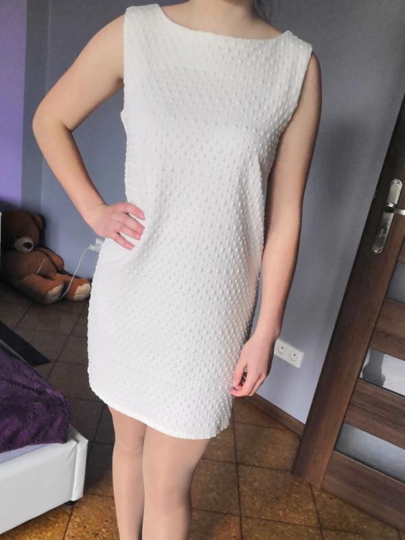 Suknie i sukienki Sukienka biała Mohito