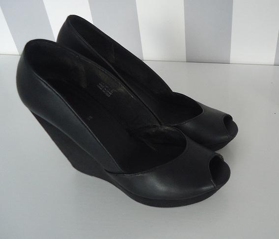 koturny platformy H&M open toe...