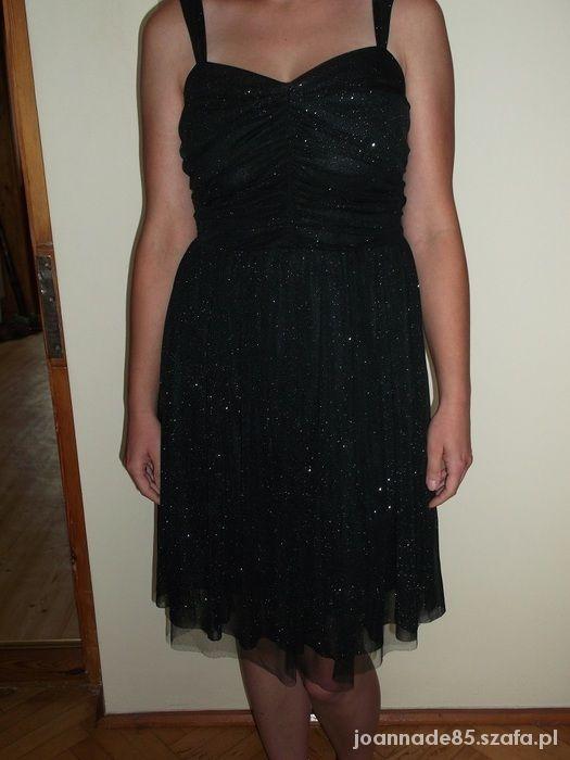 Czarna sukienka z brokatem...
