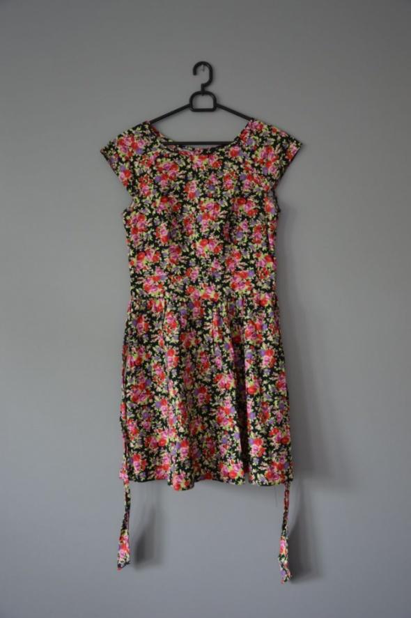 sukienka w kwiatki XS S...