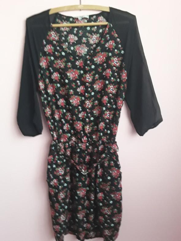 Sukienka czarna w kwiatki...