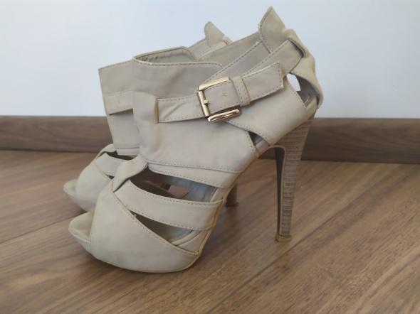 Sandały bezowe 36
