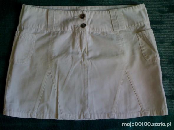 biała mini spódnica