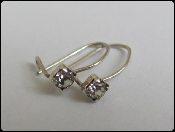 Kolczyki Delikatne małe kolczyki srebrne z cyrkonią