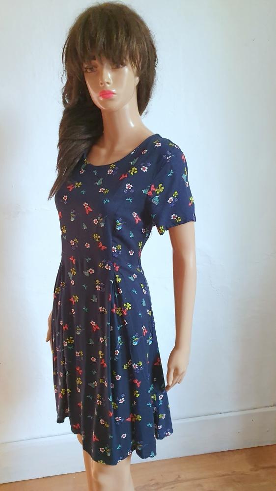 Granatowa sukienka w kwiaty r M