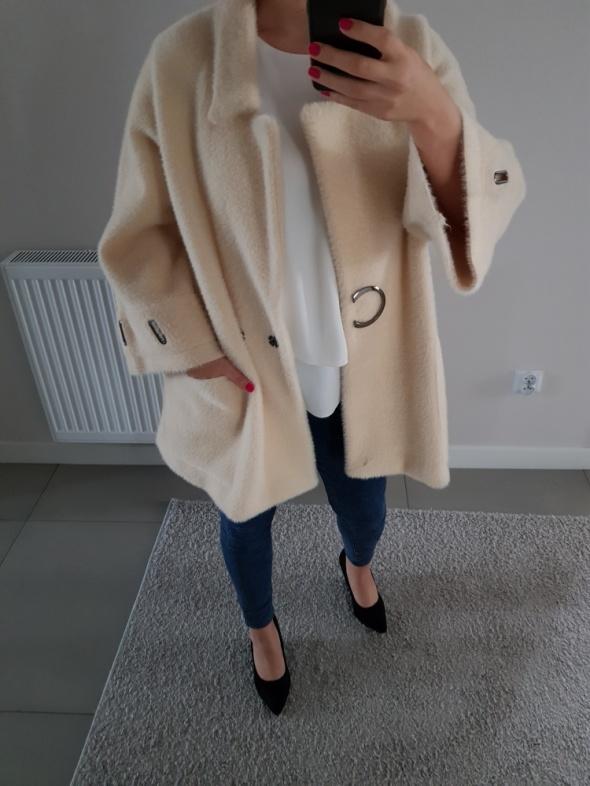 Modny płaszcz alpaka