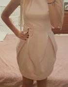 Śliczna pudrowa sukienka z kokardą...