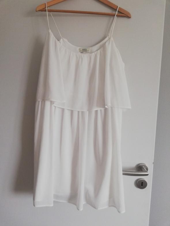Biała sukienka na ramiączkach 40