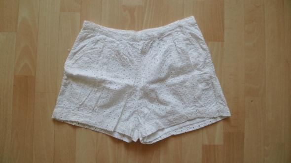 Krótkie białe spodenki H&M
