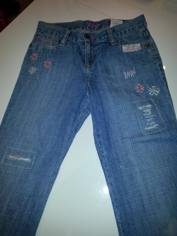 GAP Kids cudne spodnie jeansy na 10 11 lat z pięknymi aplikacjami