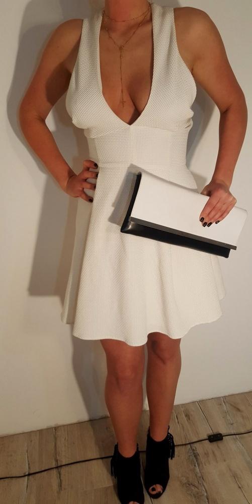 Suknie i sukienki Sukienka biała dekolt rozkloszowana r 38 M