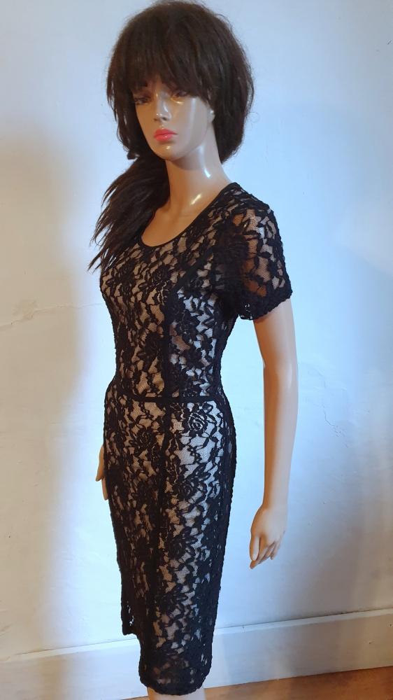 Czarna koronkowa sukienka midi r M
