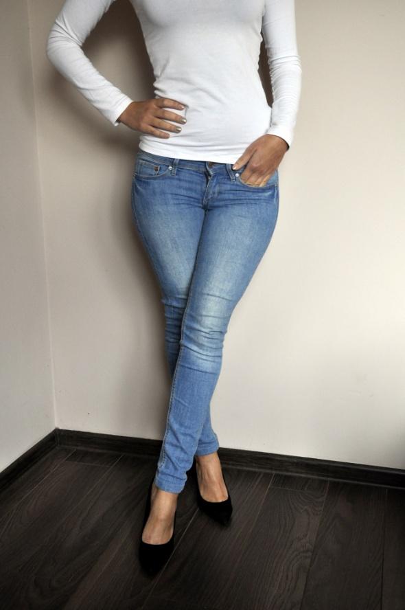 Niebieskie jeansy H&M...