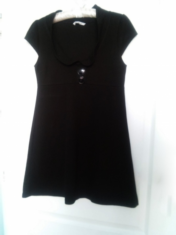 rozkloszowana tunika sukienka czarna dekolt krótki