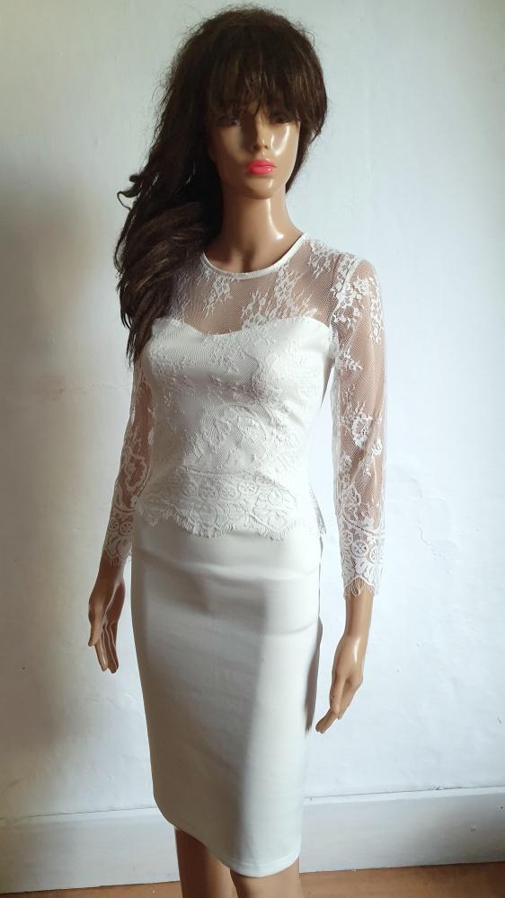 Dopasowana koronkowa sukienka r M