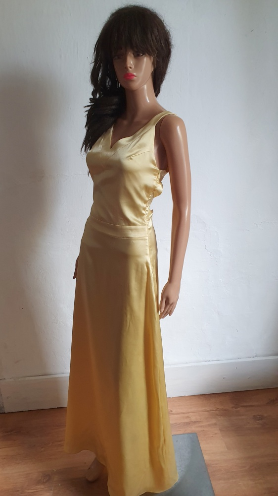 Złota atłasowa sukienka maxi r S