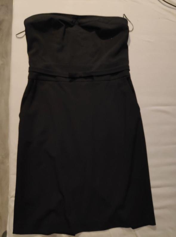 Czarna sukienka bez ramiączek Reserved...