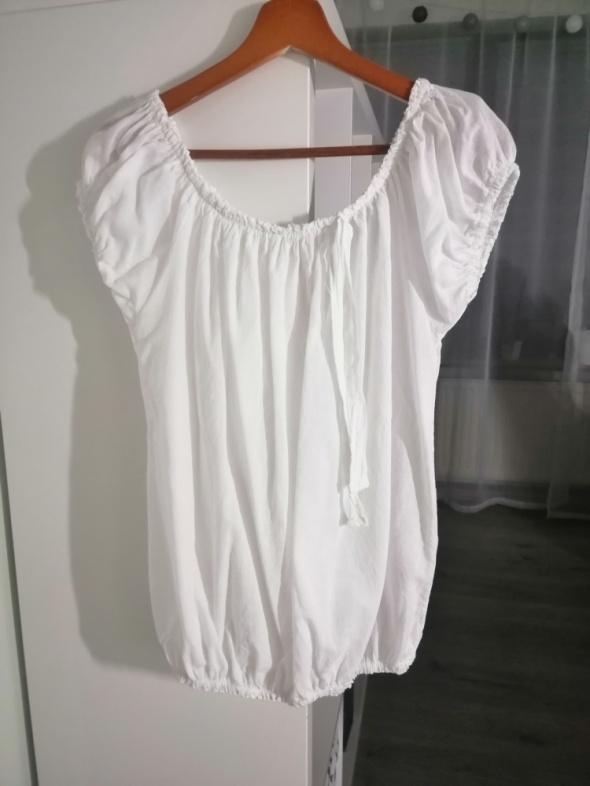 biała lekka bluzka bombka hiszpanka ze ściągaczami