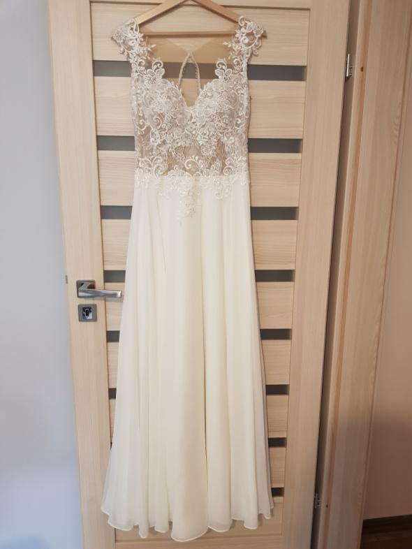 Suknia ślubna śmietankowa koronka