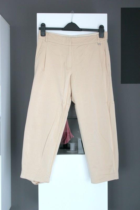 beżowe jasne beige spodnie cygaretki materiałowe bawełna bawełniane zwężane wąskie z materiału