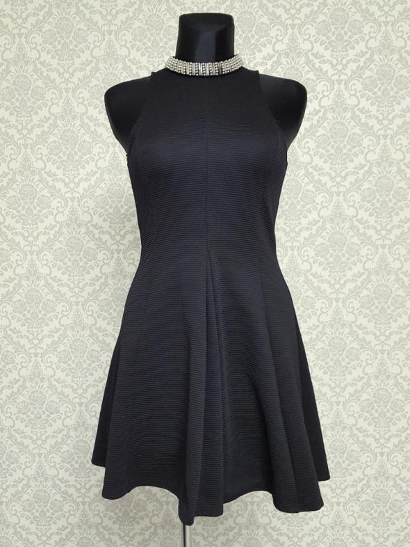 Suknie i sukienki rozkloszowana czarna sukienka zdobiona Topshop