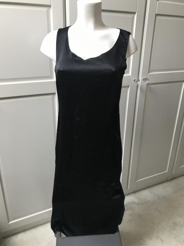 Czarna sukienka długa prosta satynowa klasyczna