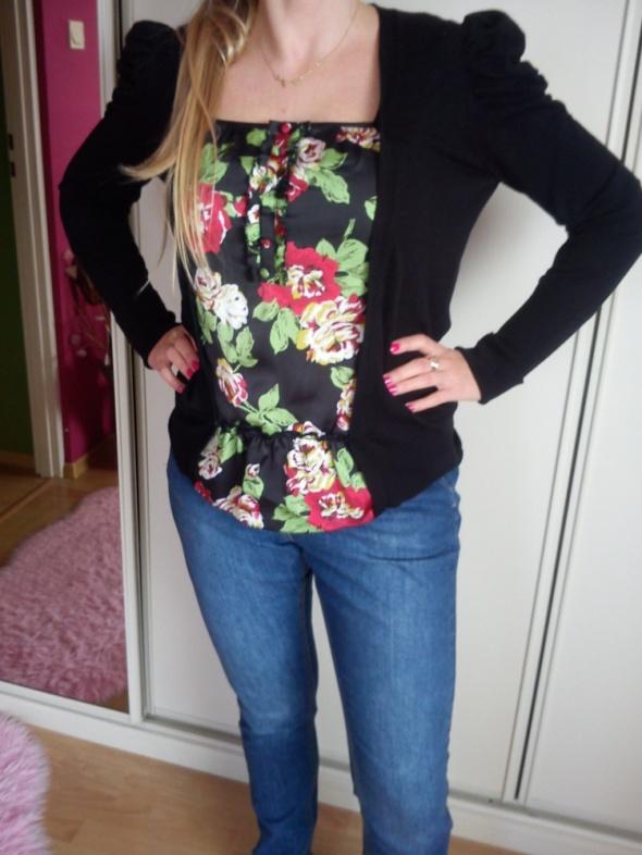 Czarna bluzeczka z motywem kwiatowym