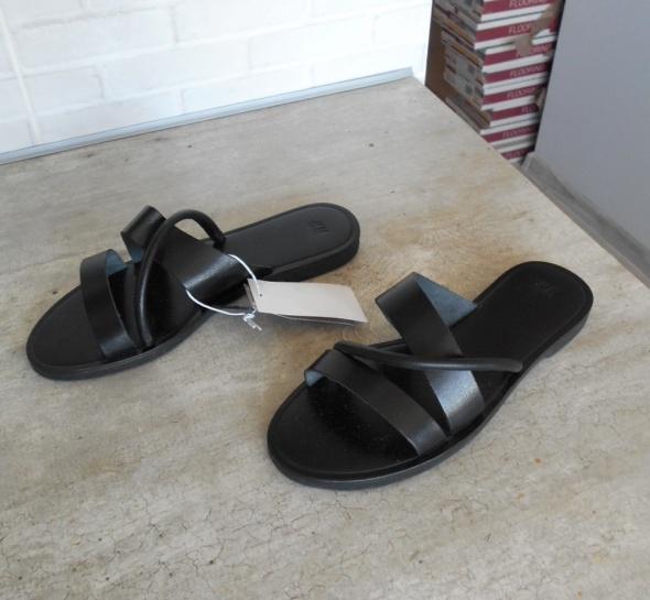 HM nowe czarne skórzane klapki skóra paski minimalizm