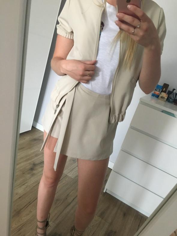 Komplet spódniczko spodenki i bluza z krótkim rękawem...