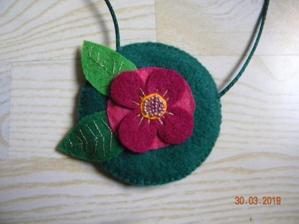 naszyjnik wyszywany koralikami kwiat