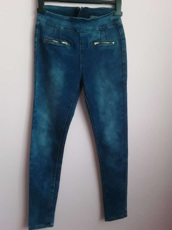 Jeansy z suwaczkami...