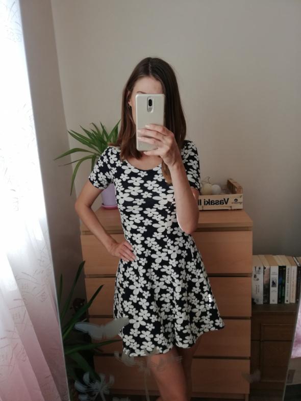 Granatowa sukienka w białe kwiaty H&M rozmiar xs rozkloszowana...