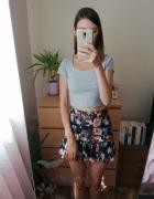 Krótka czarna spódnica z falbaną w kwiaty bershka rozmiar s...