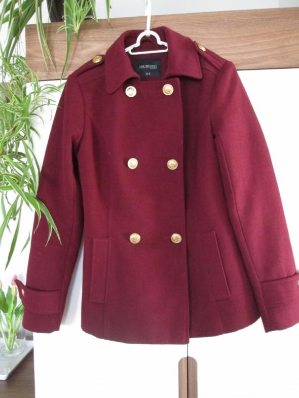 bordowy płaszcz Top Secret...