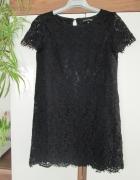 czarna koronkowa gipiurowa sukienka Top Secret...