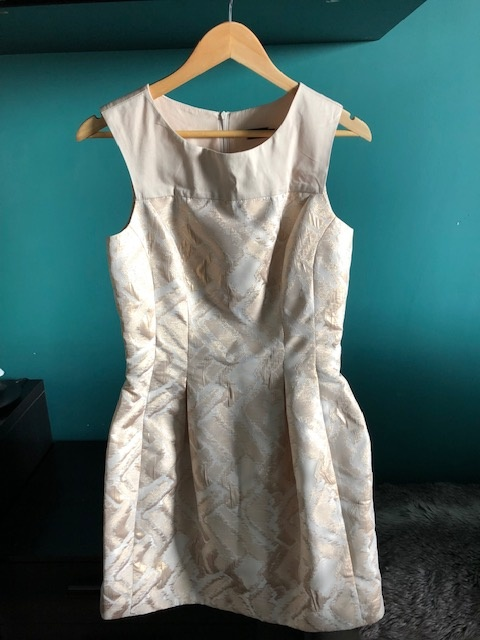 Złota koktajlowa sukienka