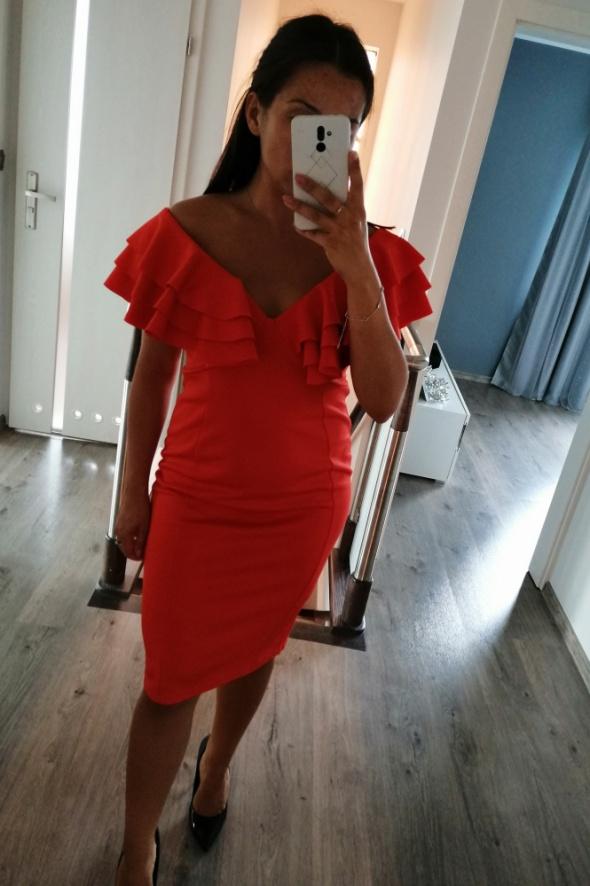 Oranżowa sukienka dopasowana hiszpanka...