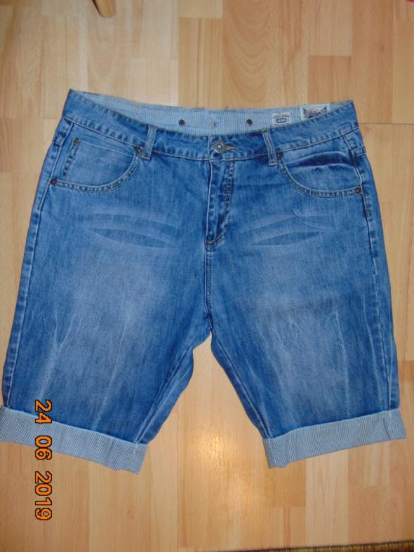 Spodenki jeansowe do kolana