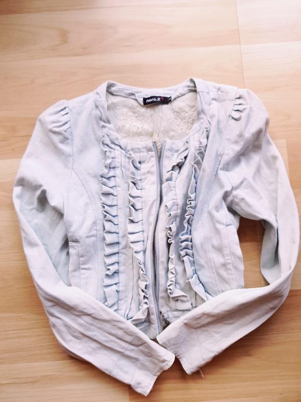 Jeansowa kurtka z żabotem