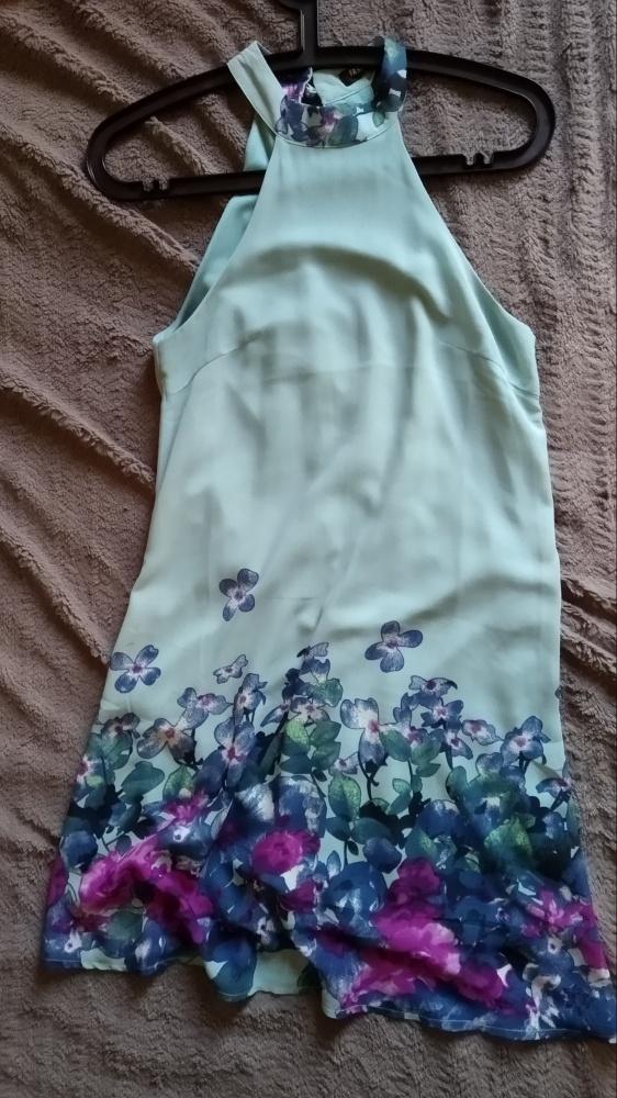 letnia zwiewna sukienka z kwiatami