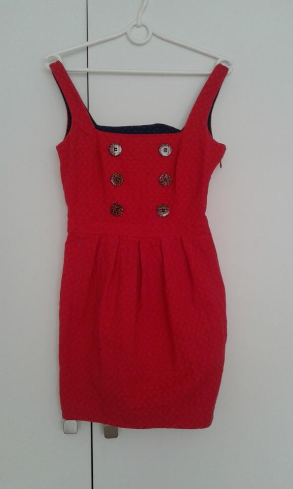 czerwona sukienka z guzikami Rivel Island...