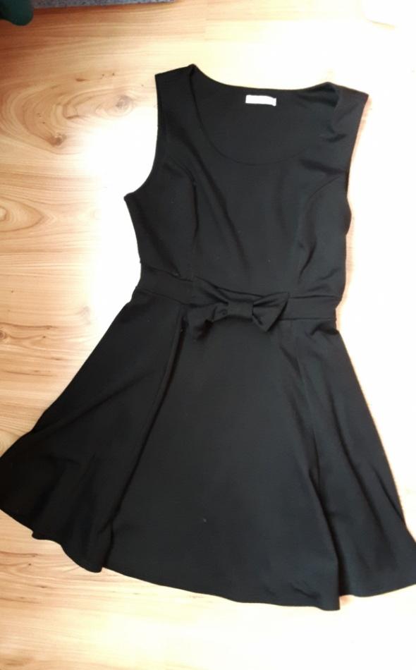Sukienka czarna 36 38 z kokardą